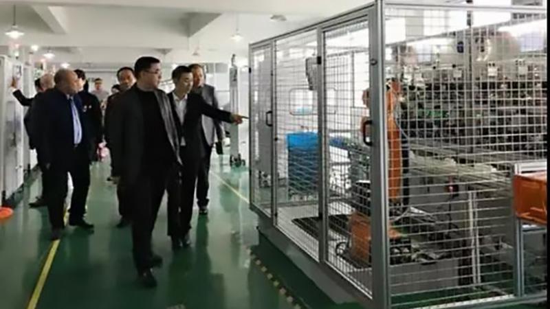 柳市镇党委书记莅临车间参观指导